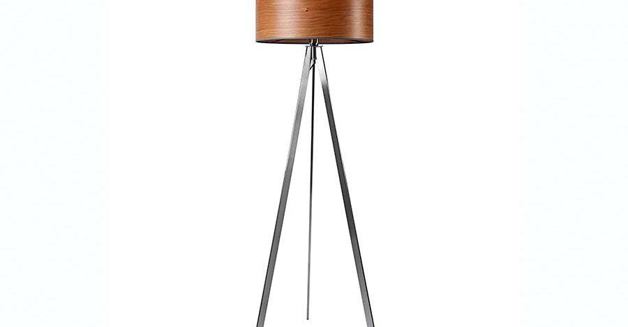 Stehlampe mit Metallbeinen und Holzschirm