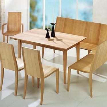 Esstische und Stühle